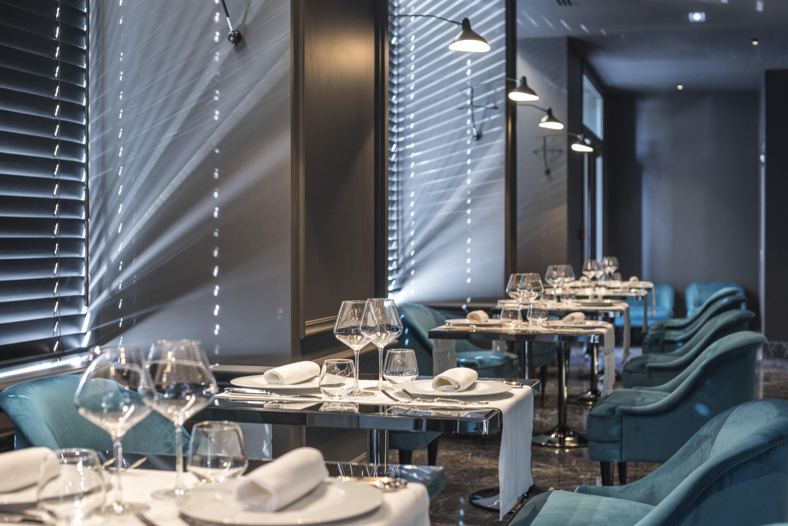 hôtel Boscolo Lyon 2 table restaurant 2