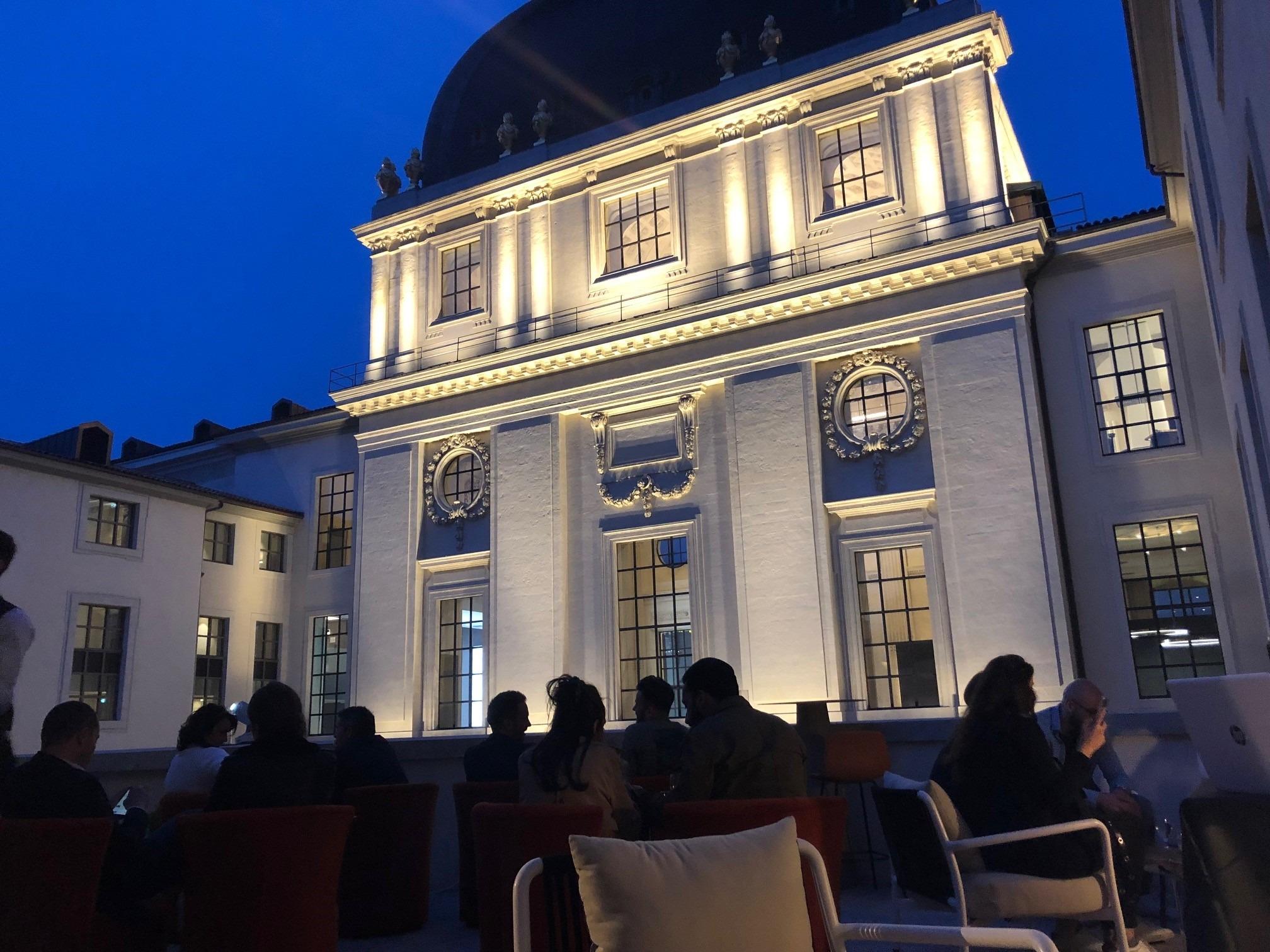 L'Officine terrasse de nuit