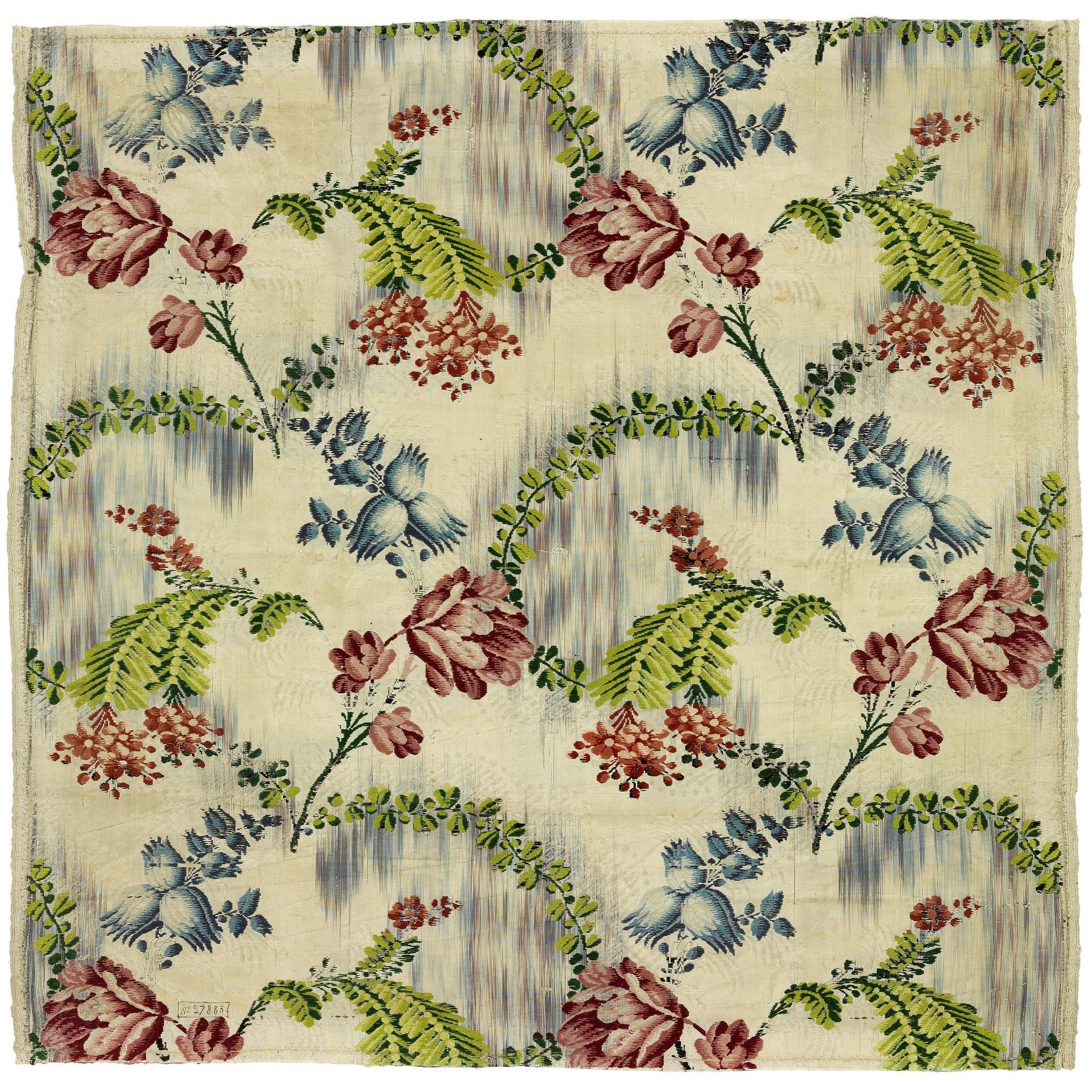 Détail Laize décor fleurs - Musée des tissus