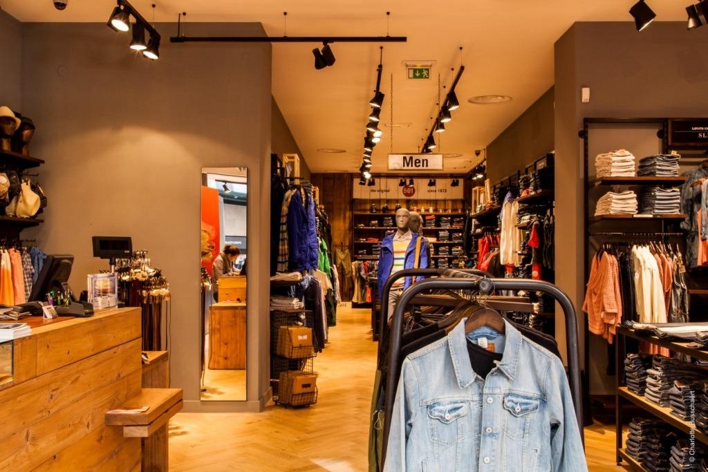 intérieur boutique Levis Lyon République