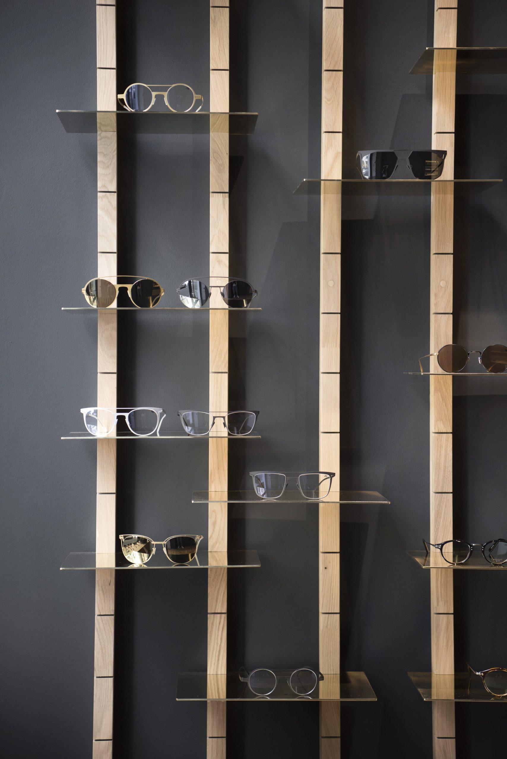 Boutique Loulou Lyon 2 place Célestins mur de lunettes