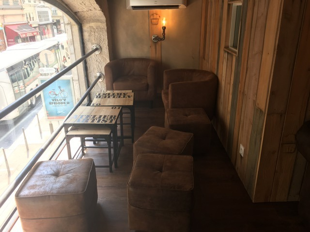 Mary's Coffee Shop salon cosy
