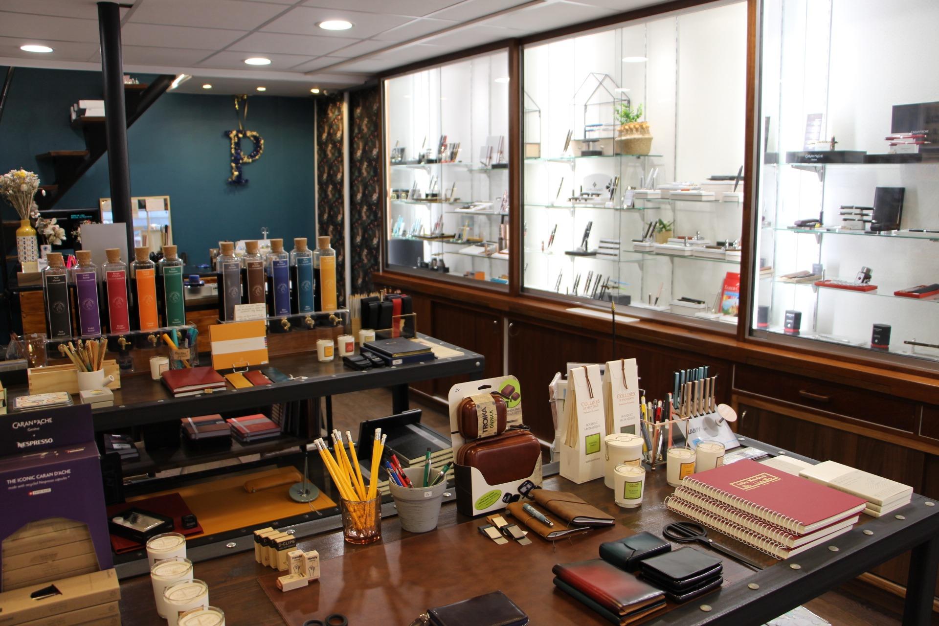 intérieur boutique Papeterie Perreyon Lyon 2