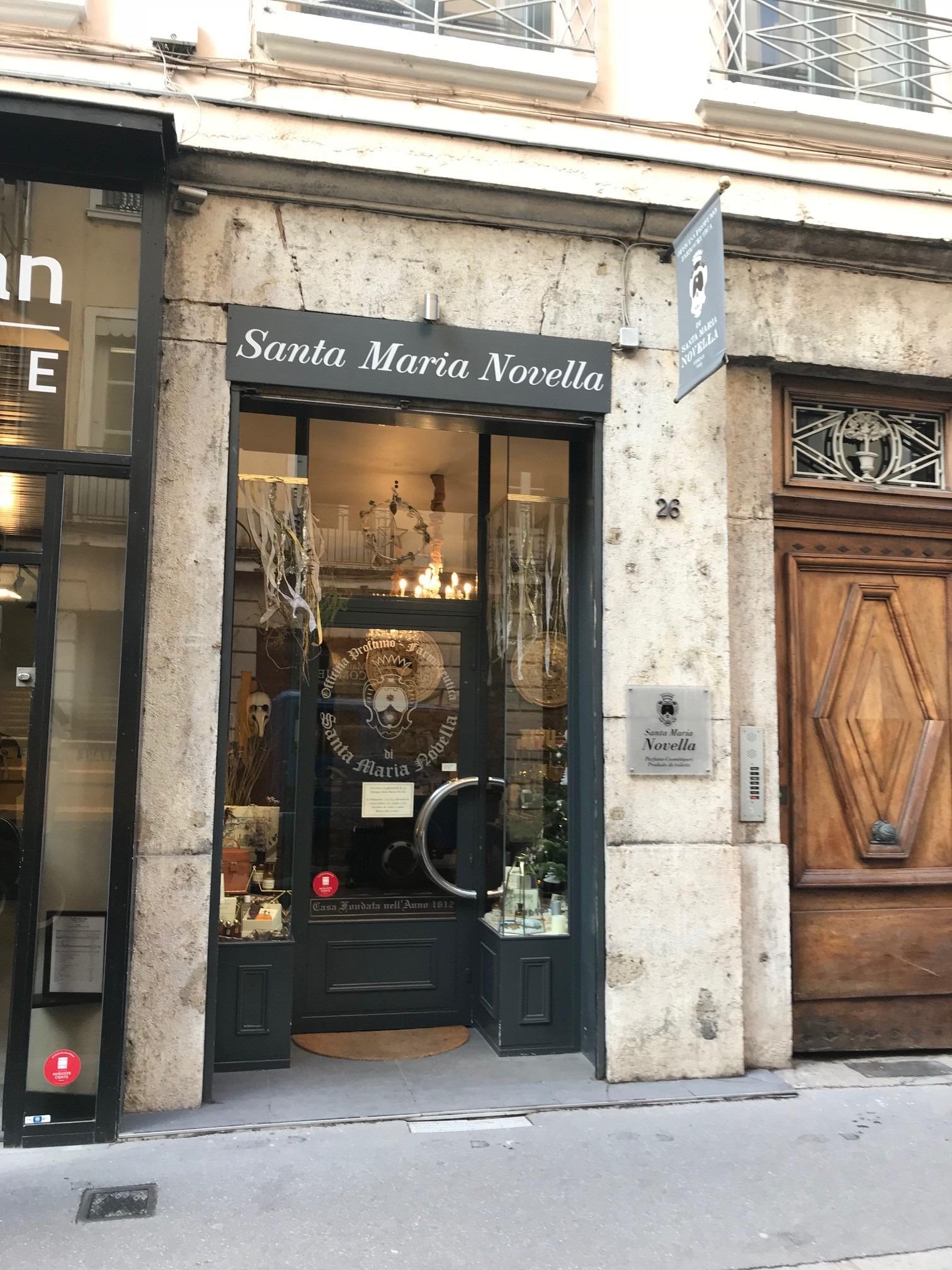 vitrine boutique Santa Maria Novella Lyon 2