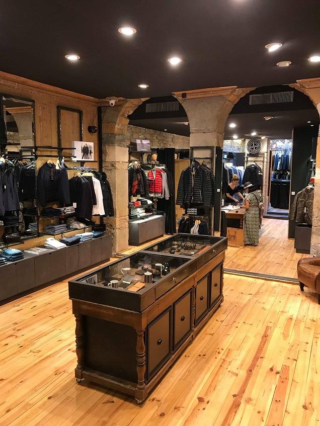 vue d'ensemble intérieur boutique homme Tramps Lyon 2