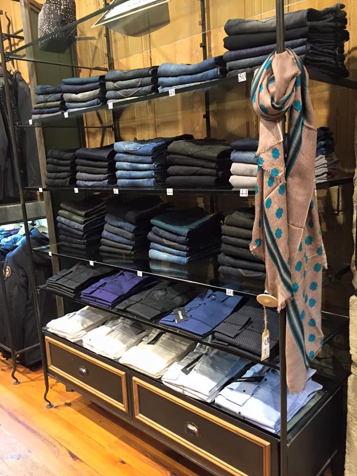 mur de jeans boutique Tramps lyon 2