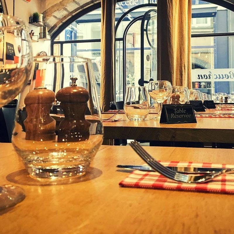 Table Bouchon Palais Grillet