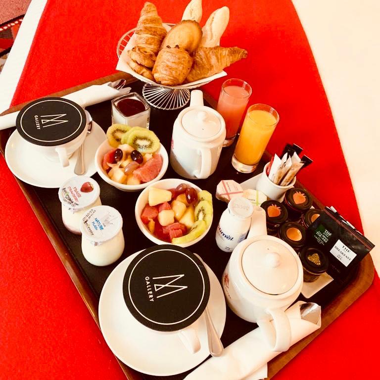 Petit déjeuner en chambre M Gallery Carlton Hôtel Lyon 2