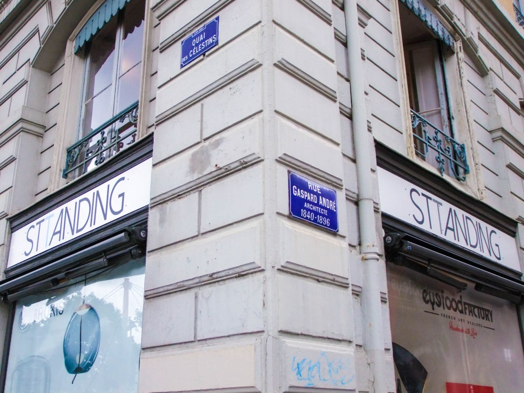 Sttanding vitrine boutique Lyon 2