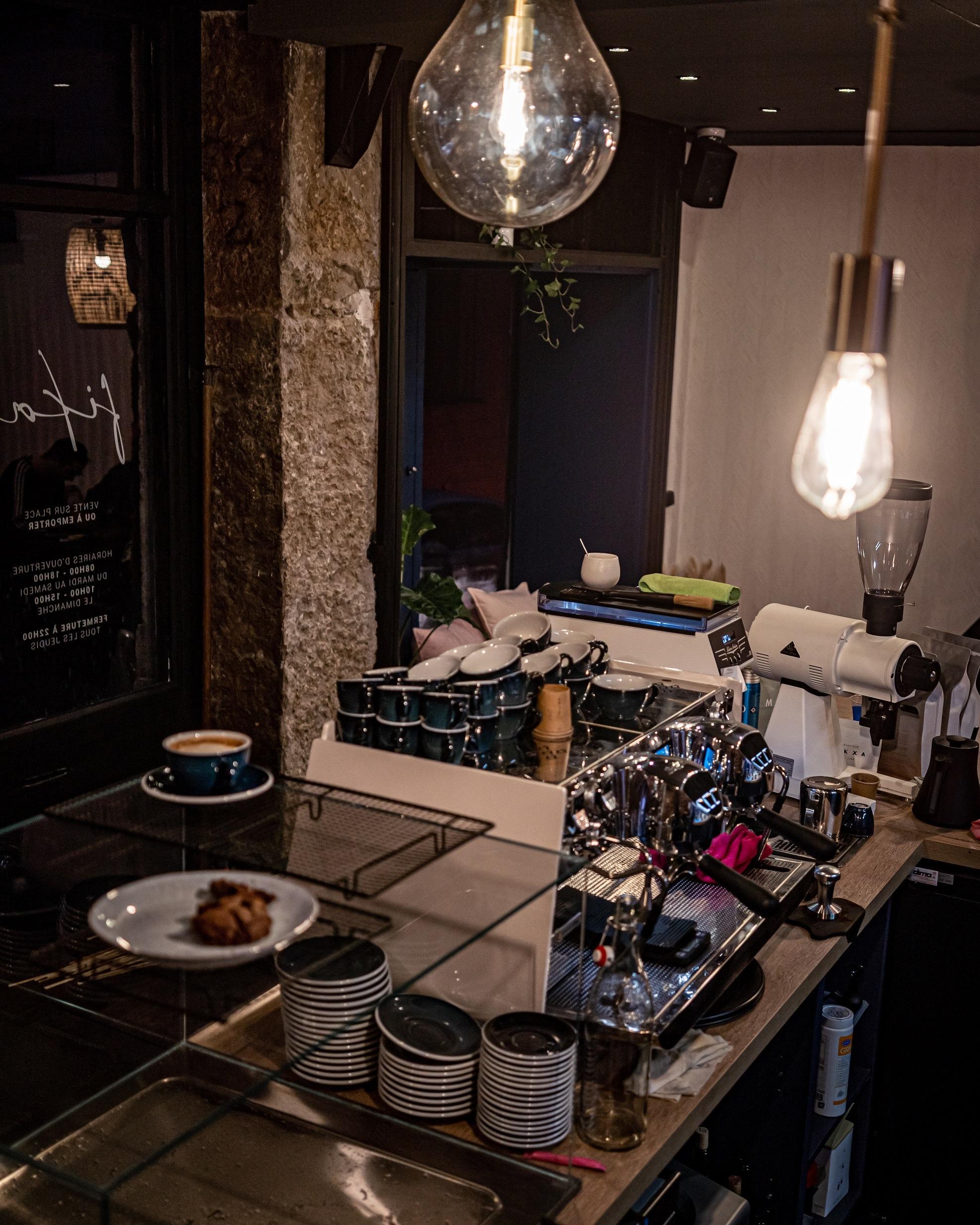 Fika coffee shop Lyon desk
