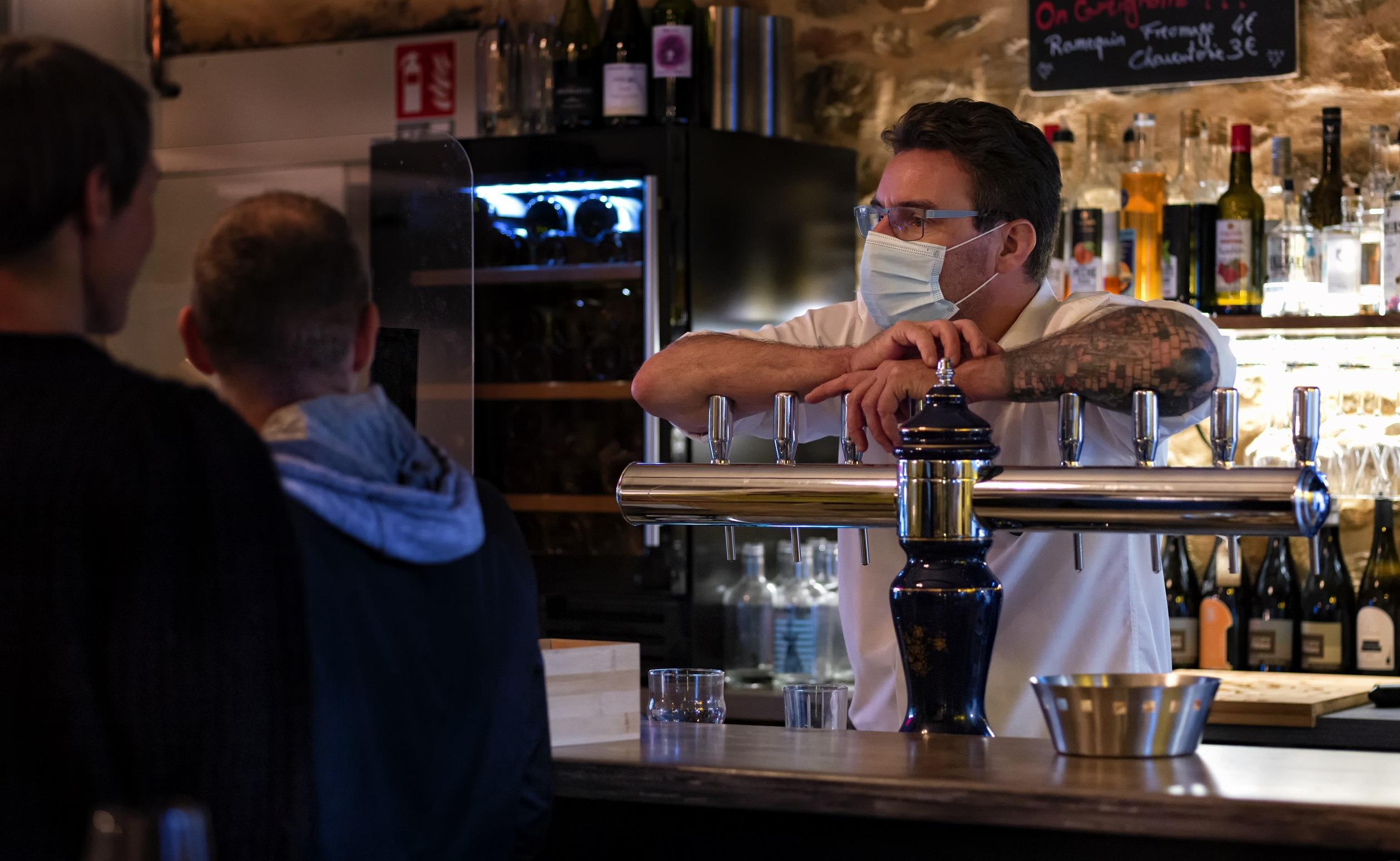 service au bar lyon 1